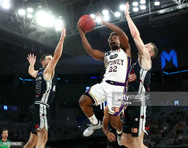 Casper Ware of the Kings drives to the basket under pressure from Chris Goulding of United and David Barlow of United during the round 16 NBL match...