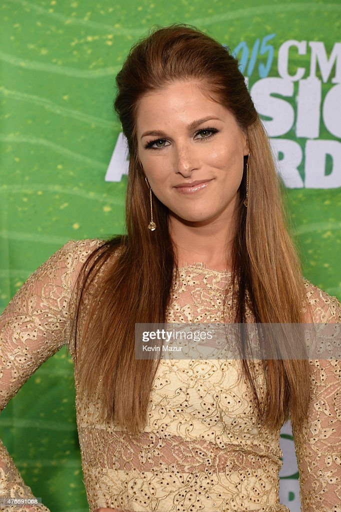 2015 CMT Music Awards - Red Carpet : News Photo