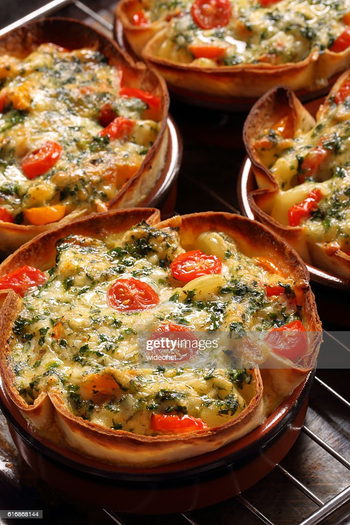 Casserole with cheese, spinach and tomatoes : Stock Photo