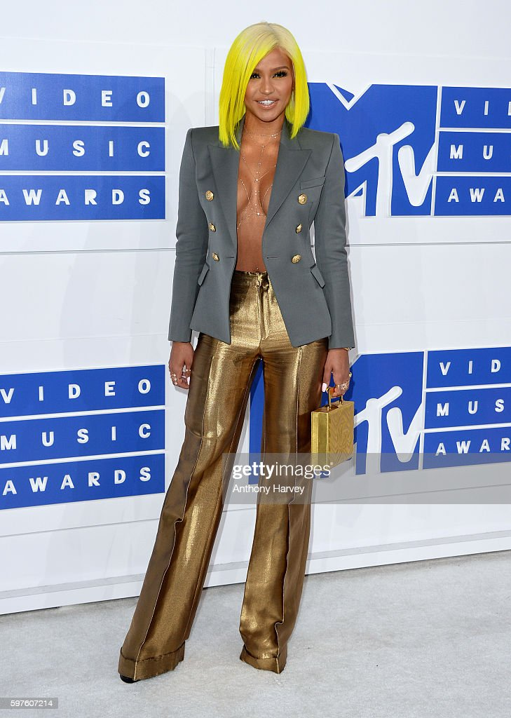 2016 MTV Video Music Awards - Arrivals : Fotografía de noticias