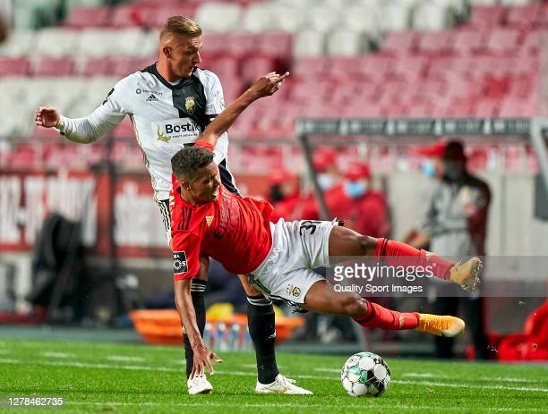 Cassio Scheid of SC Farense competes for the ball with Pedro Delmino 'Pedrinho' of SL Benfica during the Liga NOS match between SL Benfica and SC...