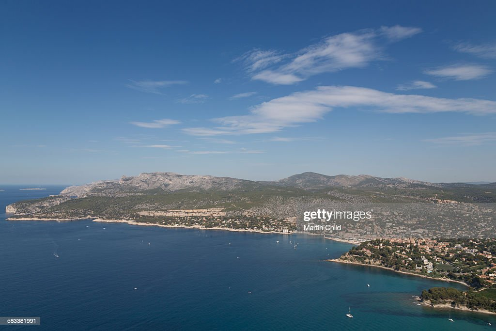 Cassis and the coastline : Stock Photo