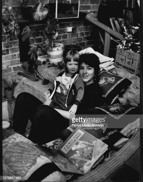 Cassy Workman and her daughter Nikki at their Alexandria home Cassy in an unmarried mother and a medical student June 13 1983