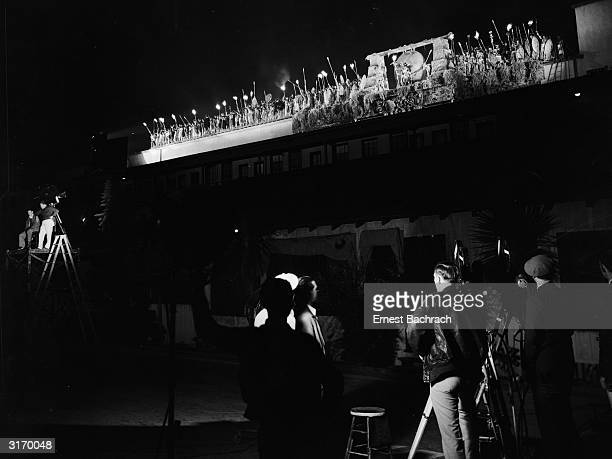 Cast and crew filming a scene for the classic monster movie 'King Kong' directed by Merian C Cooper and Ernest B Shoedsack