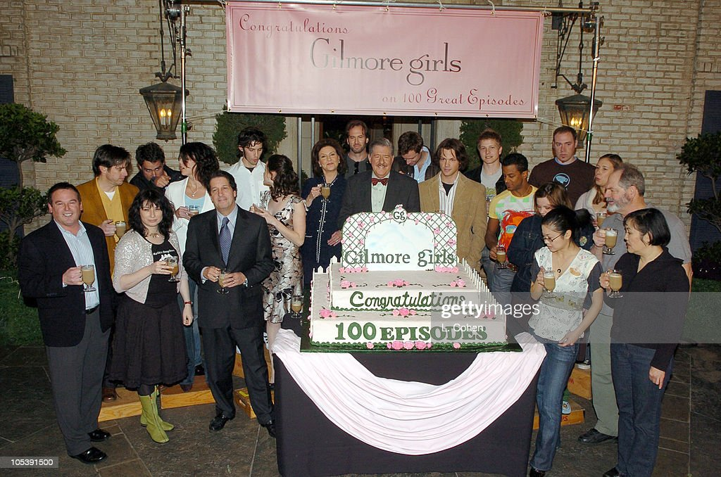 """Gilmore Girls"" 100th Episode Celebration : News Photo"