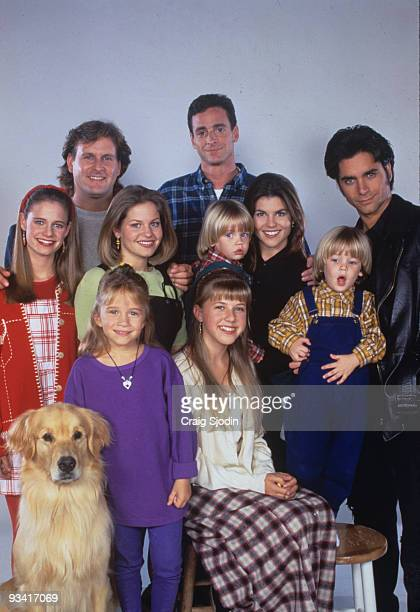 HOUSE Cast gallery Season Eight 9/27/94 Pictured from left Andrea Barber Dave Coulier Ashley Olsen Candace Cameron Bob Saget Blake/Dylan TuomyWilhoit...