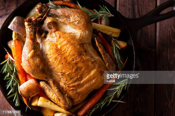 cast iron chicken - roast chicken stock pictures, royalty-free photos & images