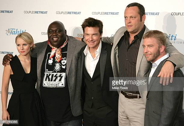 Cast Kristen BellFaizon LoveJason BatemanVince Vaughn and Director Peter Billingsley pose for a photo at the premiere of 'Couples Retreat' at the...