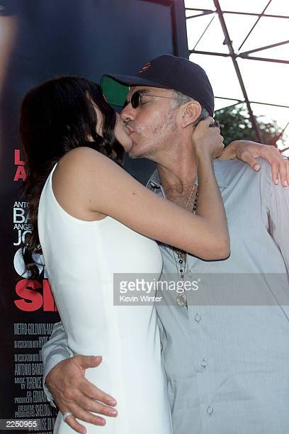 Cast member Angelina Jolie and husband Billy Bob Thornton kiss before the 'Original Sin' premiere held at DGA Theater in Los Angeles CA Tues July 31...
