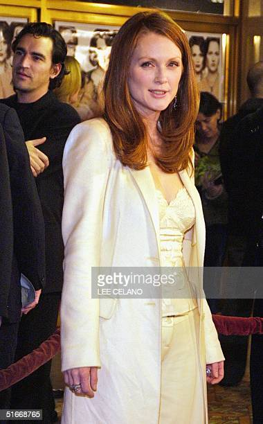 Cast member Julianne Moore arrives for the premiere of the film The Hours 18 December 2002 in the Westwood area of Los Angeles AFP PHOTO/Lee CELANO