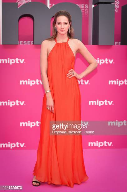 Cast member of 'Studio Tarara', Belgian actress Lauren Versnick poses on the pink carpet during the 2nd Canneseries - International Series Festival :...