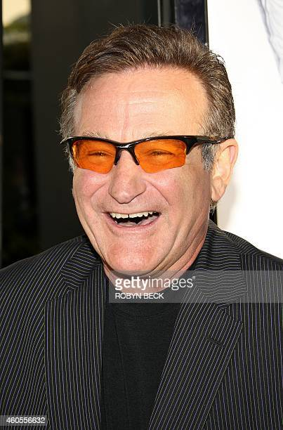 """Cast member Robin Williams arrives for the world premiere of the Warner Bros Pictures film """"License to 'Wed,"""" 25 June 2007 at the Pacific Cinerama..."""