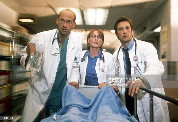"Cast members : Anthony Edwards, Laura Innes and Noah Wyle act in scene in NBC's primetime drama series ""ER"", year VII."