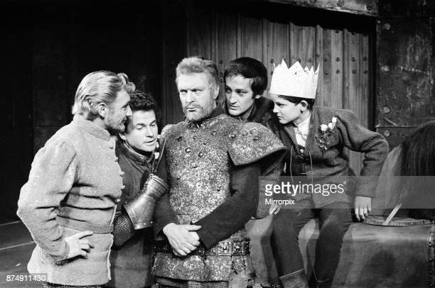 Photo call for the William Shakespeare play 'Edward IV' at the Royal Shakespeare Memorial Theatre StratforduponAvon Pictured Roy Dotrice Ian Holm...
