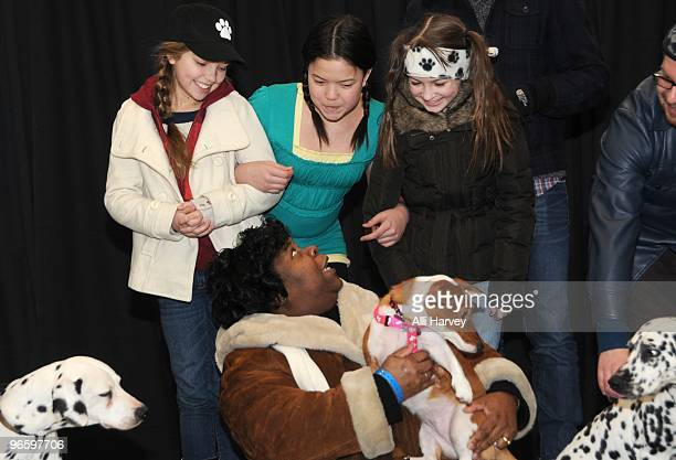 Cast members Catherine Missal Piper Curda Lydia Clemente Yvette Brown and barking competition winner Nala attend auditions for a barking role in...