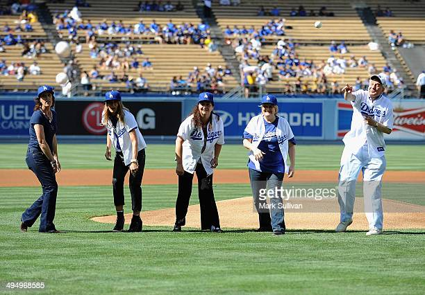 Cast members from film A League of Their Own Patti Pelton Anne Ramsay Tracy Reiner Megan Cavanagh and Garry Marshalll throw out the ceremonial first...