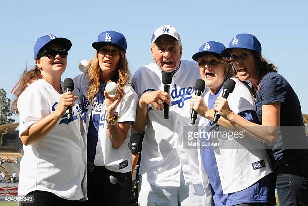 Cast members from film A League of Their Own Tracy Reiner Anne Ramsay Garry Marshall Megan Cavanagh and Patti Pelton announce It's Time For Dodger...