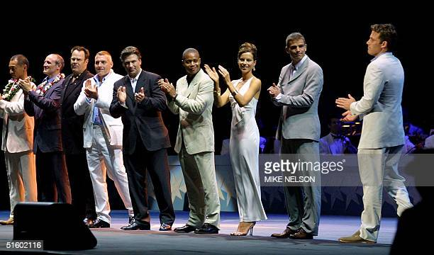 Cast members from the movie 'Pearl Harbor' applaud the star of the move Ben Affleck as he is presented prior to the screening of the world premiere...