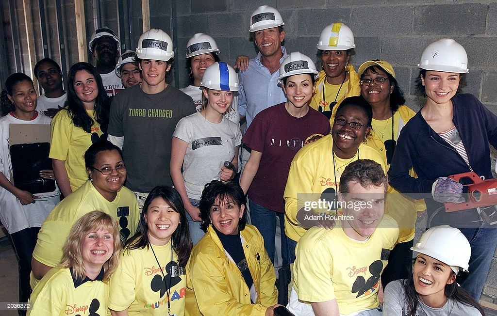 Cast members from the TV drama, All My Children, volunteer