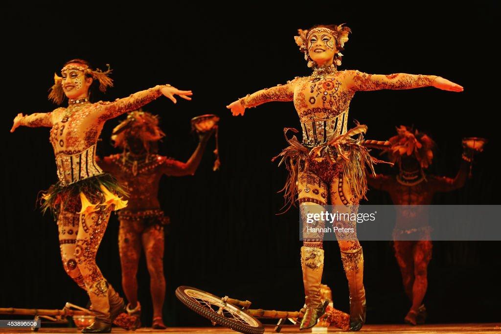 London, England. 11th January 201, Cast members of Cirque