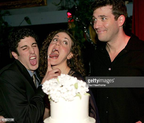 Cast members of Modern Orthodox Jason Biggs Jenn Harris and Craig Bierko play around as they cut a Sylvia Weinstock cake during the opening night of...