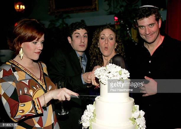 Cast members of Modern Orthodox Molly Ringwald Jason Biggs Jenn Harris and Craig Bierko cut a Sylvia Weinstock cake during the opening night of...