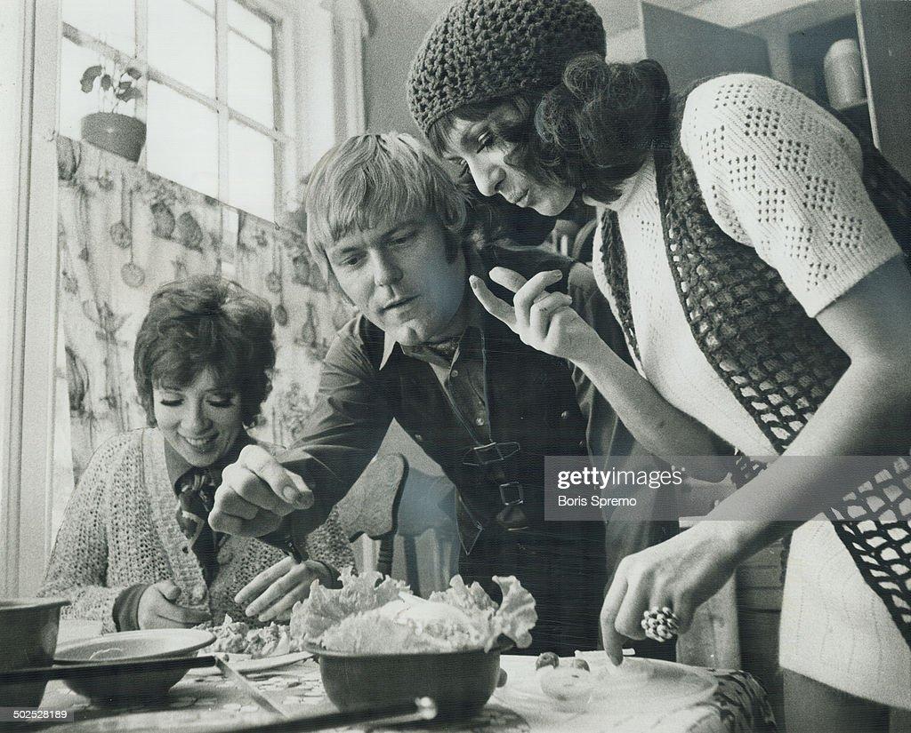 Nanette Medved (b. 1971) pictures