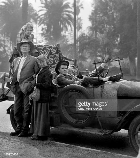 Cast members of the CBS television situation comedy The Beverly Hillbillies December 3 1963 Los Angeles CA Pictured is cast members Donna Douglas...