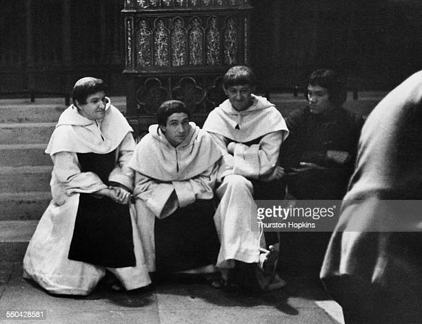 Cast members on the set of Laurence Olivier's adaptation of William Shakespeare's 'Richard III' Shepperton Studios Surrey January 1955 Original...
