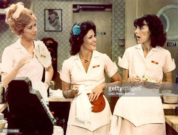 ALICE cast members Polly Holliday Linda Lavin and Beth Howland January 1 1979