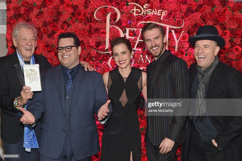 "Emma Watson, Dan Stevens, Kevin Kline, Josh Gad, Audra McDonald, Stanley Tucci, Ian McKellen, Bill Condon And Alan Menken  Arrive At Alice Tully Hall For The New York Special Screening Of Disney's Live-Action Adaptation ""Beauty And The Beast"" : ニュース写真"
