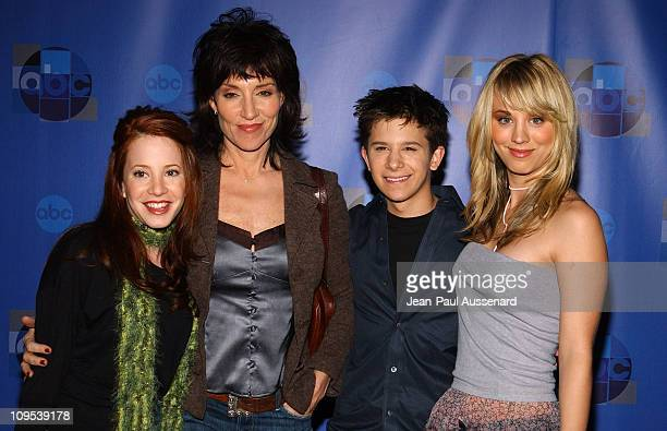Cast of 8 Simple Rules Amy Davidson Katey Sagal Martin Spaniers and Kaley Cuoco