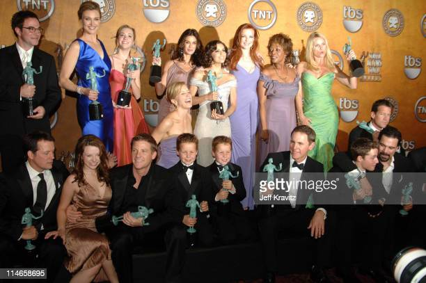Cast of 'Desperate Housewives' winner of Outstanding Performance by an Ensemble in a Comedy Series