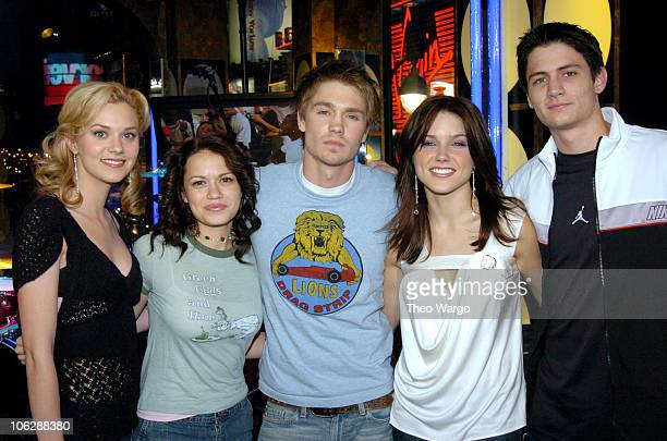 Cast of 'One Tree Hill' Hilarie Burton Bethany Joy Lenz Chad Michael Murray Sophia Bush and