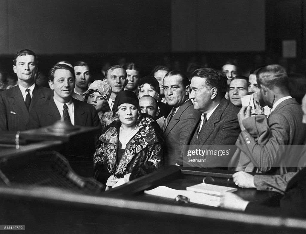 Mae West and Others in Court : News Photo