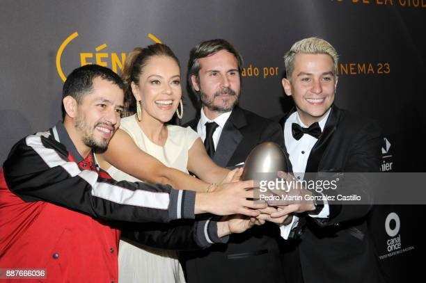 Cast of the Netflix serie Narcos pose during Fenix Iberoamerican Film Awards 2017 at Teatro de La Ciudad on December 06 2017 in Mexico City Mexico