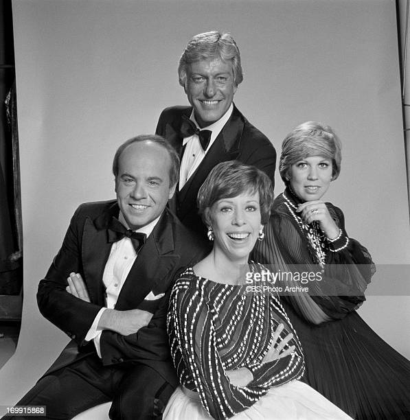 Cast portrait of THE CAROL BURNETT SHOW from left Tim Conway Dick Van Dyke Carol Burnett and Vicki Lawrence Image dated April 6 1977