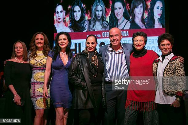 Cast pose after the press conference of the new play 'Hijas de su Madre' at Venustiano Carranza Theater on December 06 2016 in Mexico City Mexico