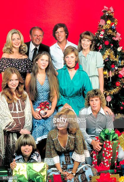 ENOUGH Cast Season Three 9/1/78 The Bradford family pictured back row left Dianne Kay Dick Van Patten Grant Goodeve Laurie Walters middle row Susan...