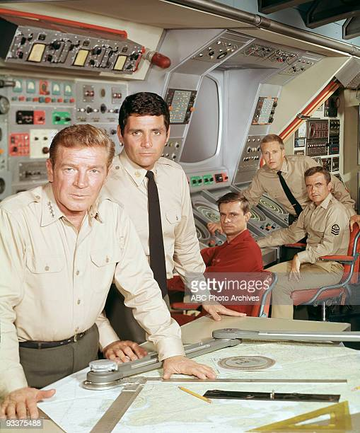SEA cast shot 9/24/67 Pictured from left Richard Basehart David Hedison Del Monroe Robert Dowdell and Terry Becker