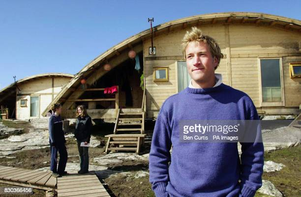 Castaway Benjamin Fogle one of the 35 adventurers being filmed for the BBC fly on the wall show Castaway 2000 with Philly Page and Tanya Cheadle on...