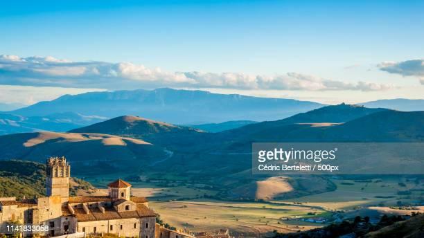 caste del monte - castel del monte foto e immagini stock
