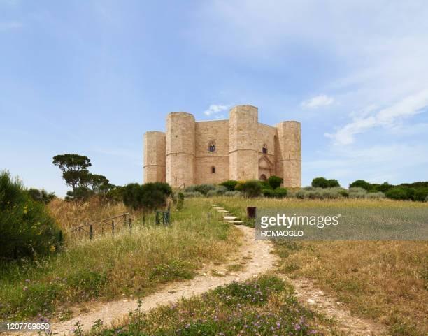 castel del monte, puglia italy - castel del monte foto e immagini stock
