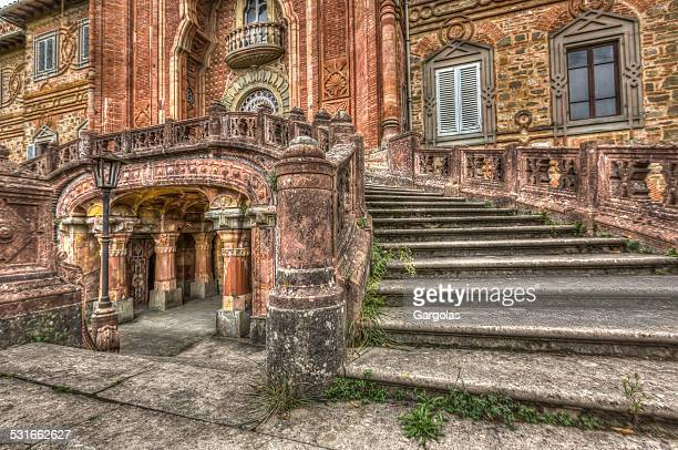castel sammezzano in toscana, italia - castello foto e immagini stock