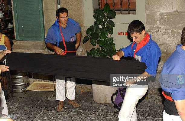'Castelliers' prepare a sash during the 'Fiesta Major de Gracia' on August 17 2003 in Barcelona Spain This Catalan tradition has been practiced since...