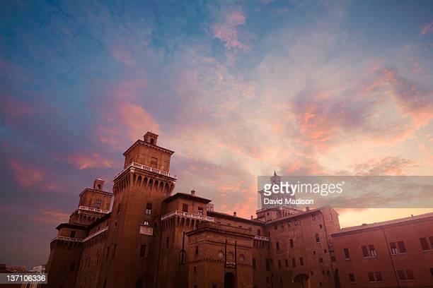 castello estense at sunrise, ferrara. - ferrara stock pictures, royalty-free photos & images