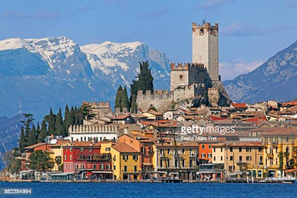 castello scagliero and malcesine, lago di garda - malcesine stock pictures, royalty-free photos & images