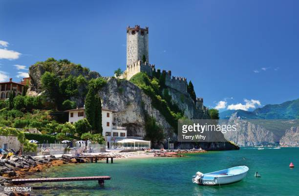 castello scaligero,and lakeside beach. malcesine,lake garda,italy. - malcesine stock pictures, royalty-free photos & images