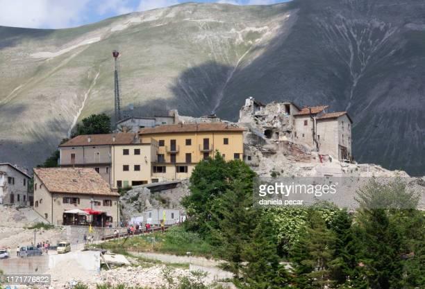 castelluccio di norcia -  valley - ノルチャ ストックフォトと画像