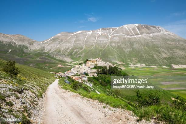 castelluccio, piano grande, norcia, monti sibillini national park, apennines, umbria, italy, destroyed by the earthquake. - カステッルッチョ ストックフォトと画像